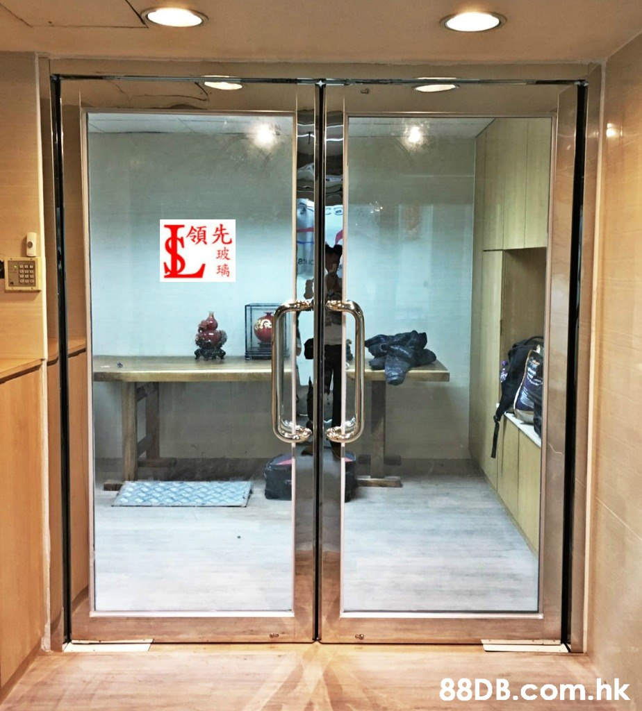 領先 玻 璃 .hk  Door,Room,Glass,Building,Interior design