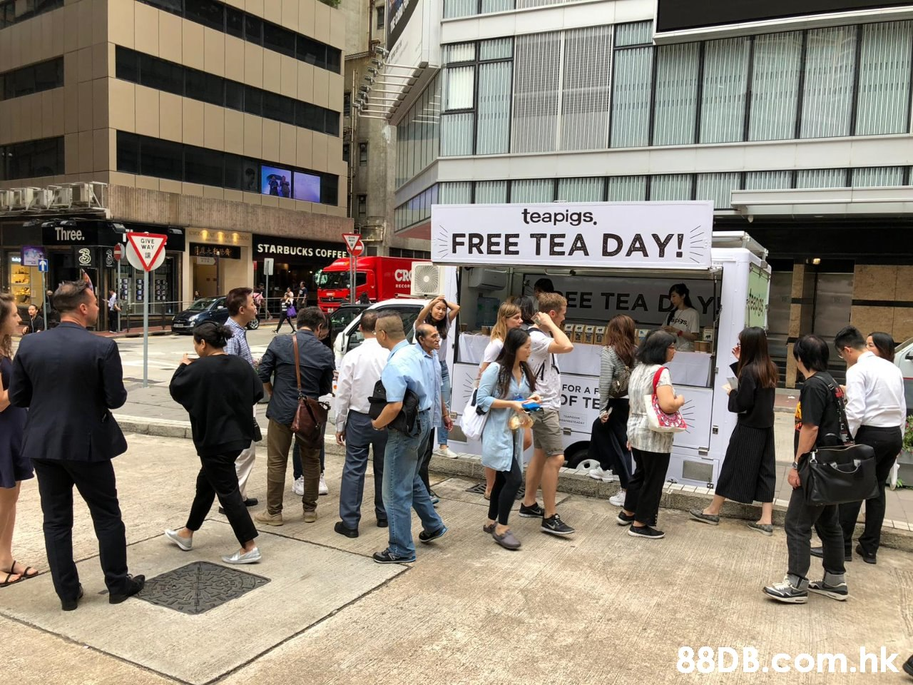 teapigs, FREE TEA DAY! E Three. GIVE WAY STARBUCKS COFFEE CR EE TEA DAY FOR A F OF TE .hk  Crowd,Pedestrian,Event,Street,City