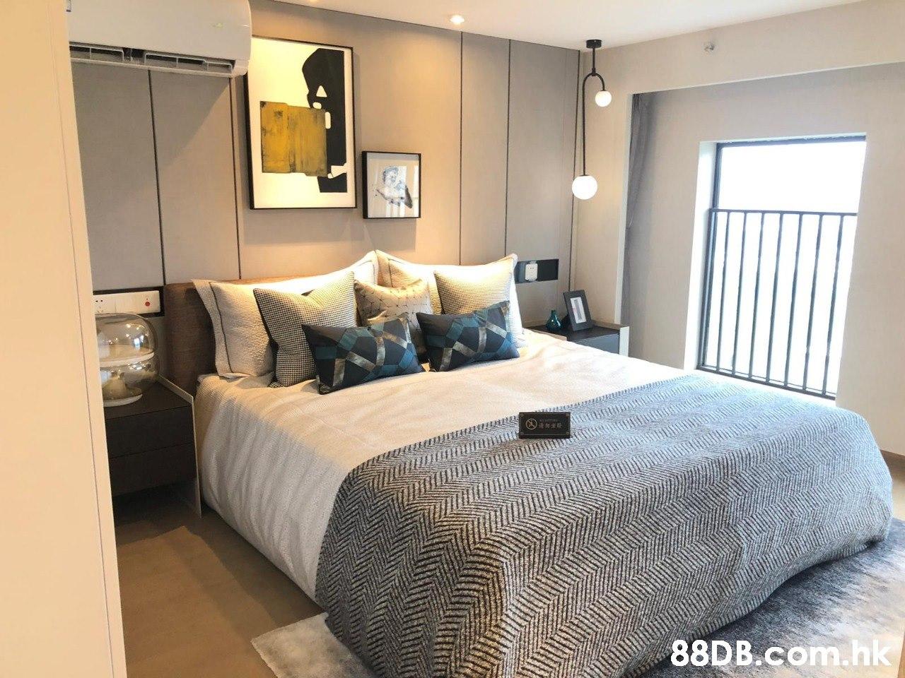 Bedroom,Bed,Furniture,Room,Bed sheet