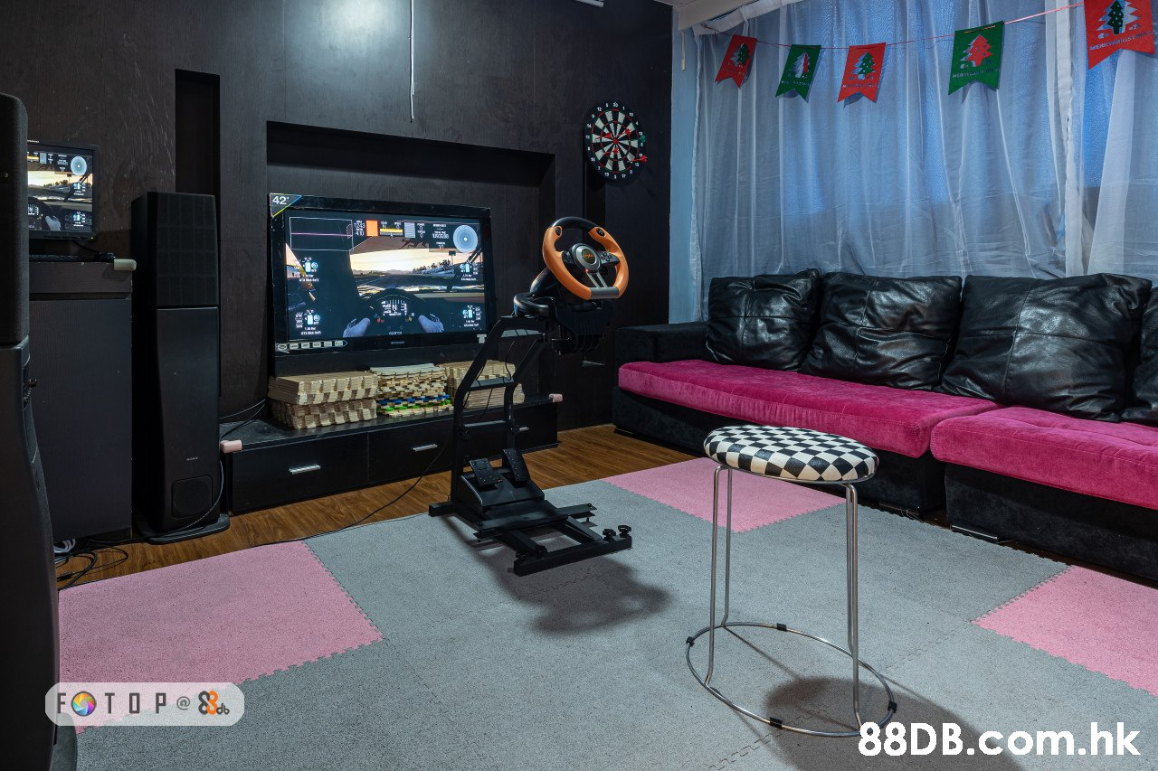 42 FOT O P e 8 .hk  Room,Living room,Furniture,Interior design,Technology