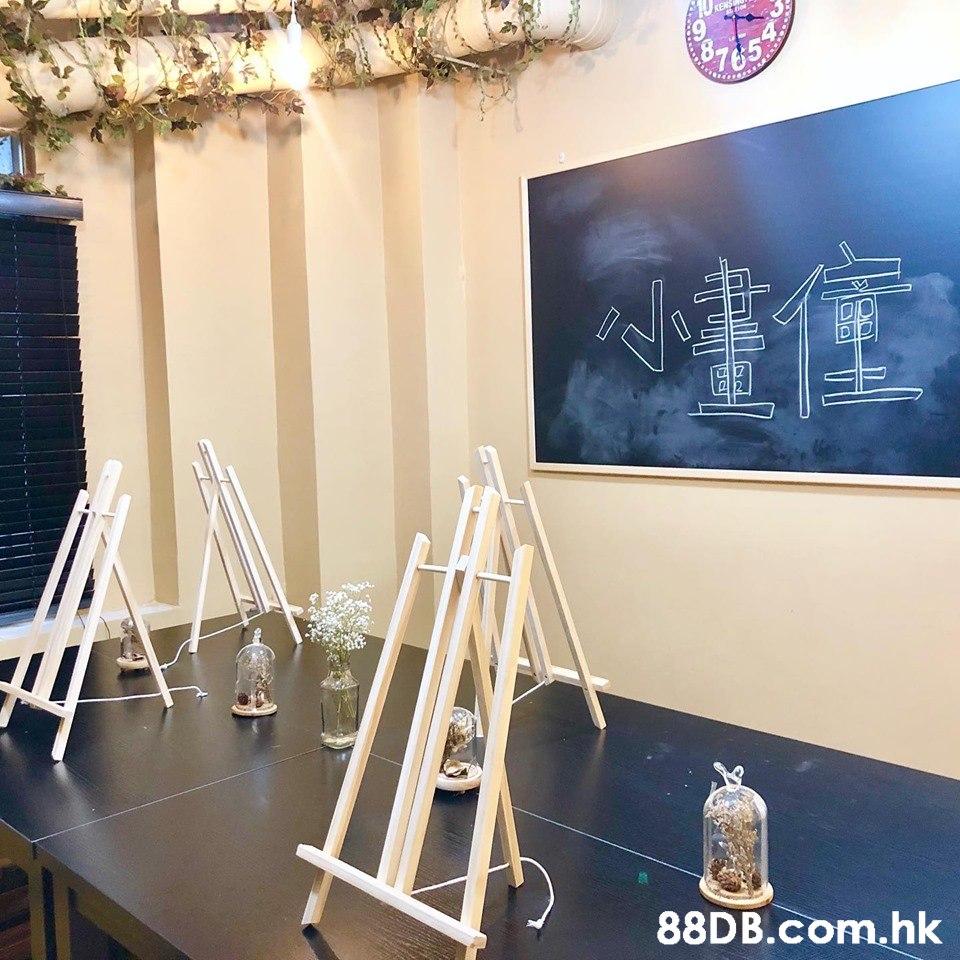 A10 19 4. KENS 765 .hk  Easel,Lighting,Room,Design,Office supplies