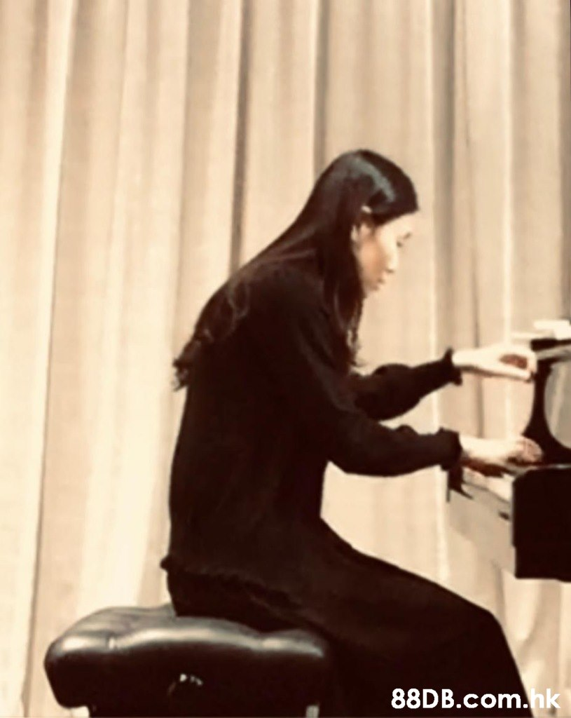 .hk  Pianist,Sitting,Musician,Long hair,Electronic device