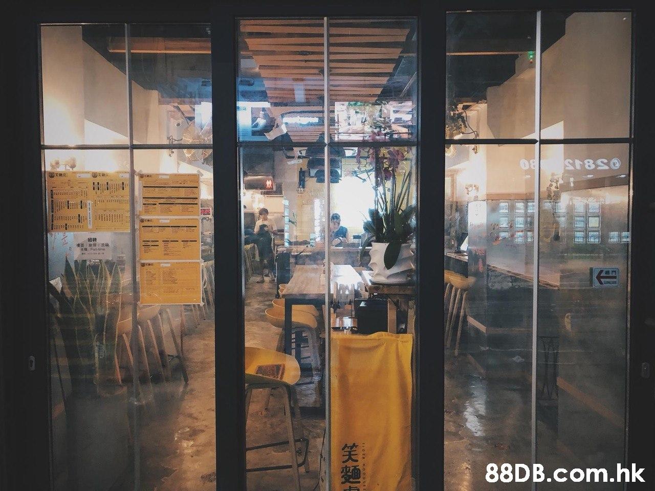.hk  笑麵4  Glass,Yellow,Reflection,Window,Transparent material