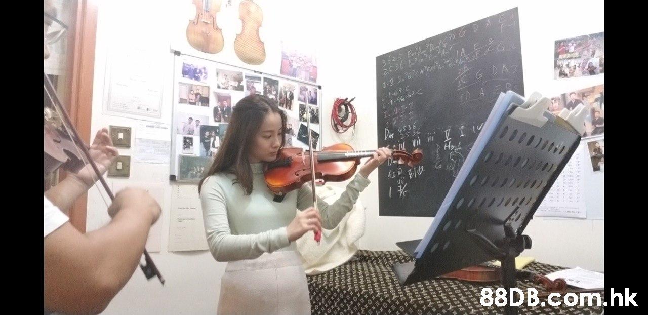BAS AGRA 1. V-17 Din 4536 Vi Í Hyh .hk  Musical instrument,Arm,Finger,String instrument,Leg