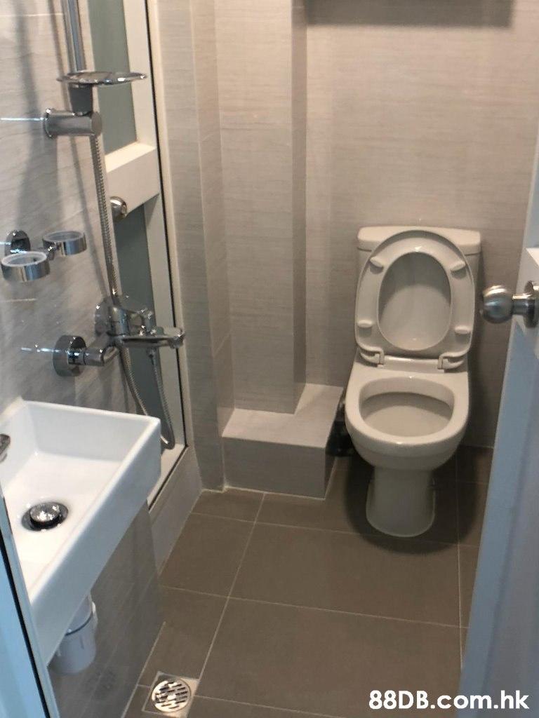 .hk  Toilet,Bathroom,Property,Toilet seat,Plumbing fixture