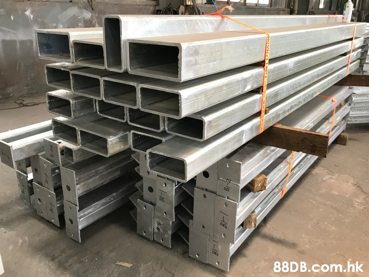 .hk 1 1 -18  Metal,Steel,Beam,Wood,