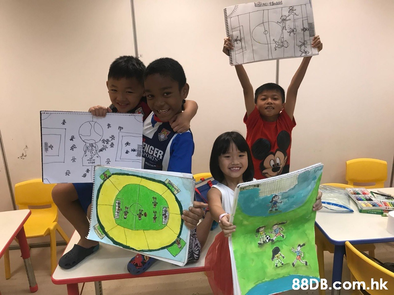ENGER OPORTS socce HS .hk  Learning,Room,Child,Organism,Visual arts
