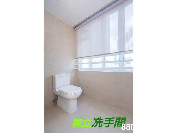 獨立洗手間。 88  Property,Room,Tile,Floor,Interior design