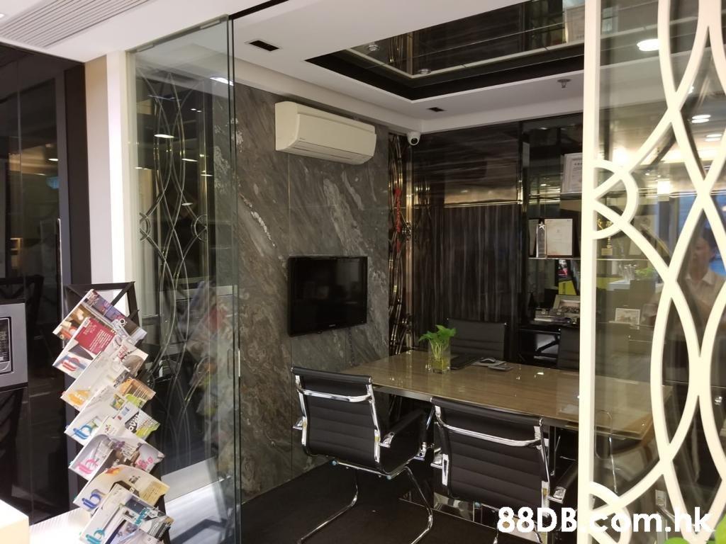 88DB om.  Property,Room,Interior design,Building,Ceiling