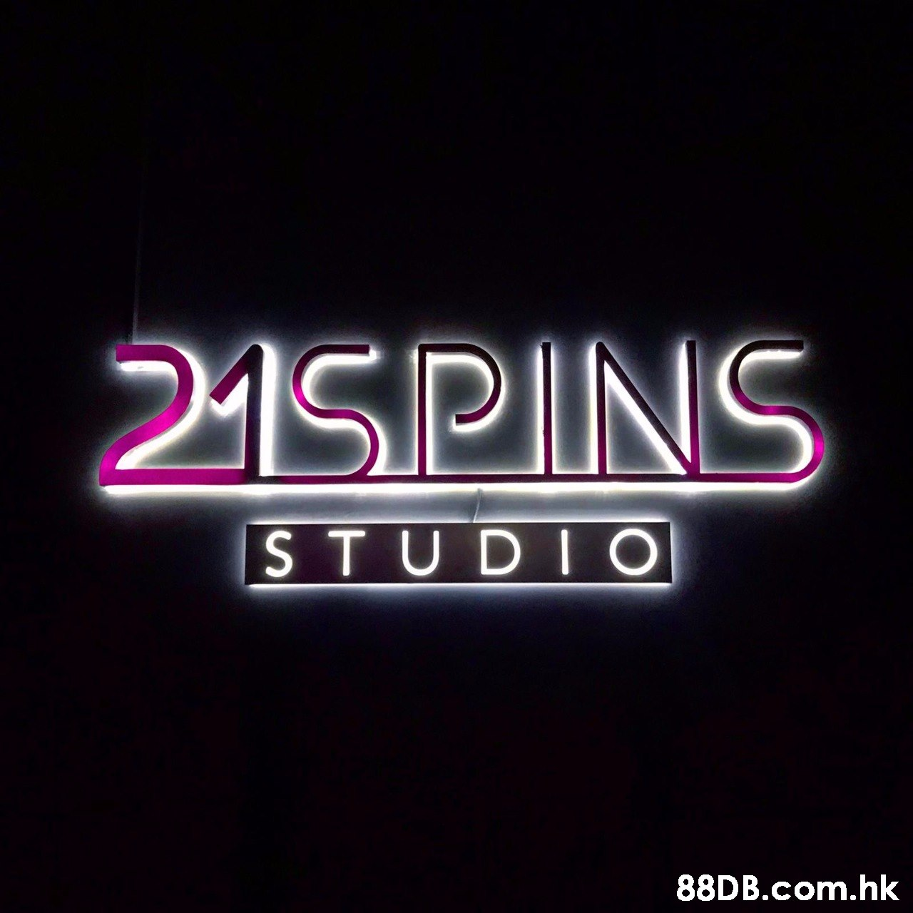 215PINS STUDI O .hk  Text,Font,Neon,Neon sign,Electronic signage