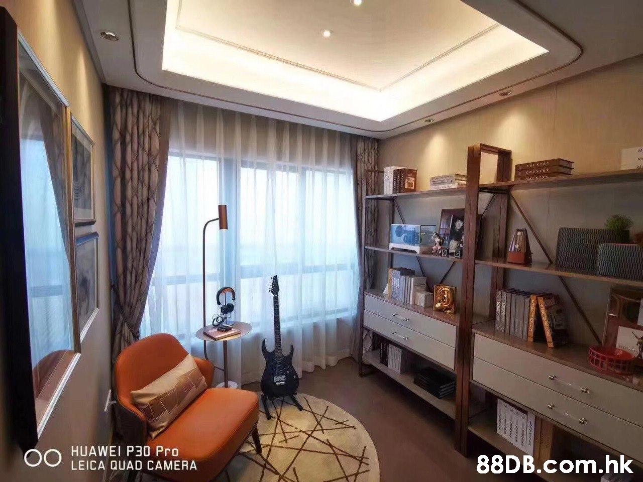 ме COUNTRY HUAWEI P30 Pro LEICA QUAD CAMERA 00 .hk,Property,Room,Interior design,Ceiling,Building